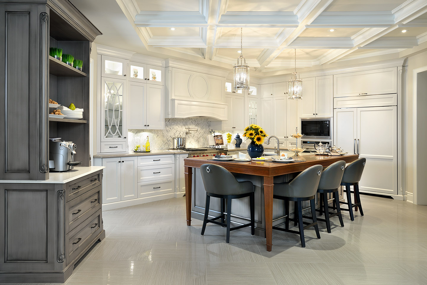 Ridgewood estates model home erindale painting for Model kitchens with white cabinets